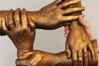 FAMILY HAND CASTING